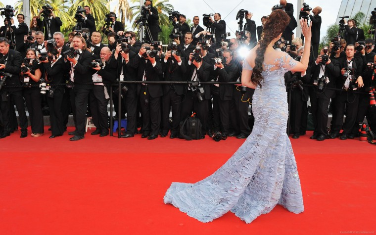 How to Look the Best in The Red-Carpet Dress?